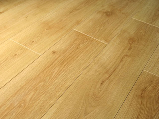 Laminate oak flooring gregor muirhead joiners and for Laminate flooring contractors